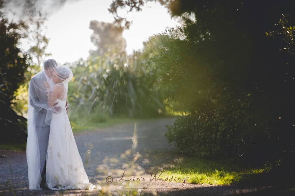Just one more kiss by Lin Wedding Photography